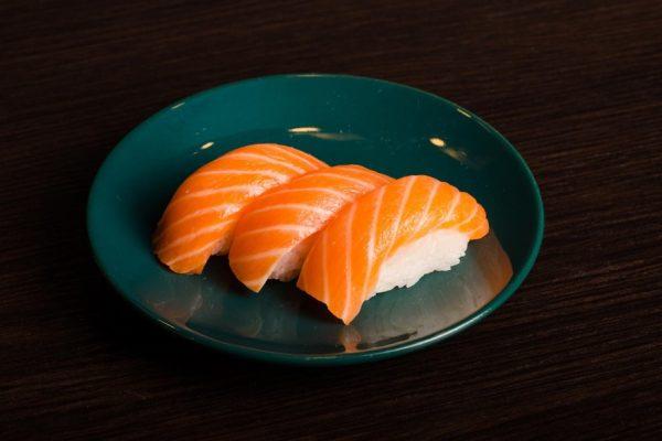 1-Nigiri z łososiem