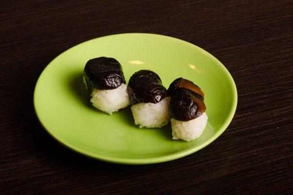 1-Nigiri z grzybkiem shitake