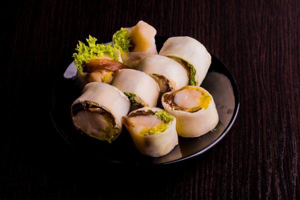 1. Sashimi maki zawijane w papier ryżowy z rybą maślaną